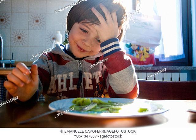Child eats kiwi