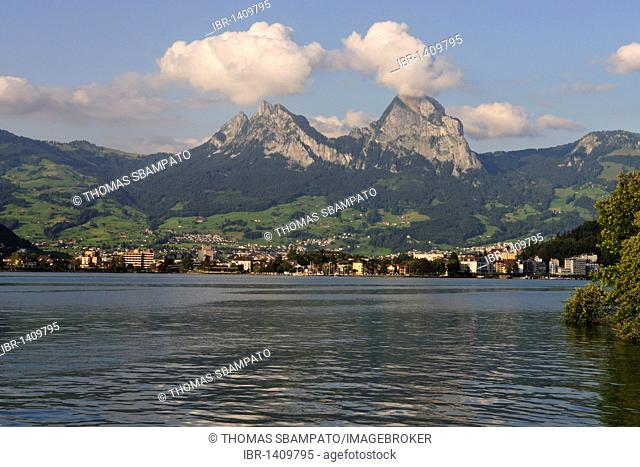 Lake Lucerne with Brunnen and two peaks of the Mythos Mountains, Canton of Uri, Switzerland, Europe