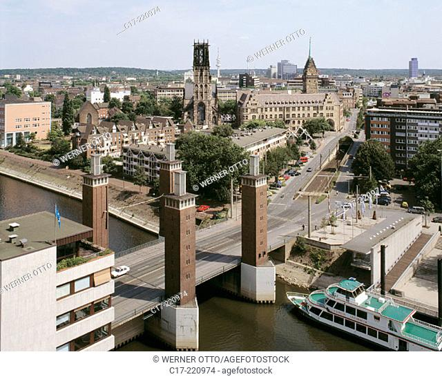 Germany, Duisburg, Ruhr area, North Rhine-Westphalia, city view, Schwanentor Bridge
