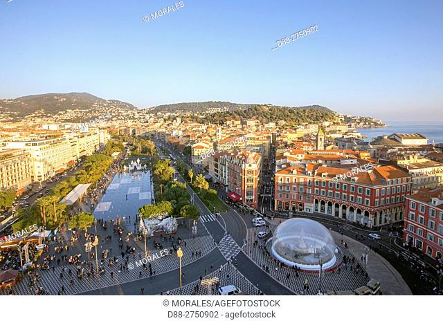 France, Alpes-Maritimes, Nice, the Promenade du Paillon, the reflecting pool of 3000 m2 and the fountains of the Place Massena