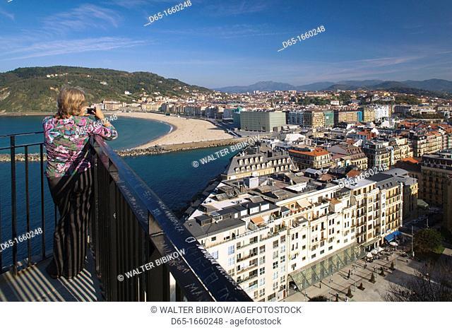 Spain, Basque Country Region, Guipuzcoa Province, San Sebastian, Monte Urgull, elevated town view over Playa Zurriola beach, NR