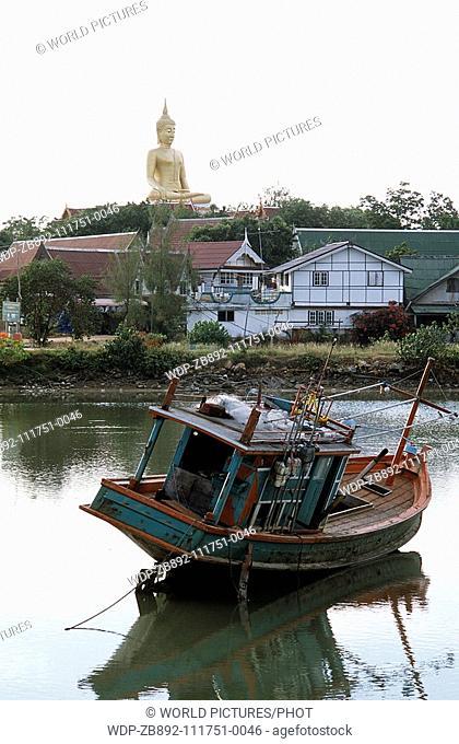 Big Budda sits across the lake at Koh Samui Thailand Date: 22 02 2008 Ref: ZB892-111751-0046 COMPULSORY CREDIT: World Pictures/Photoshot