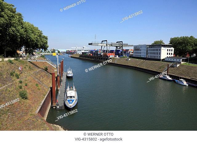 DEUTSCHLAND, DUISBURG, RUHRORT, 15.08.2009, D-Duisburg, Rhine, Lower Rhine, Ruhr area, North Rhine-Westphalia, D-Duisburg-Ruhrort, harbour Duisburg, Ruhr port