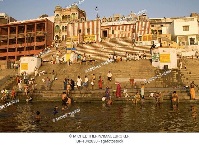 Indians doing the traditional morning ablution on the stairs of the Kedar Ghat, Varanasi, Benares, Uttar Pradesh, India, South Asia