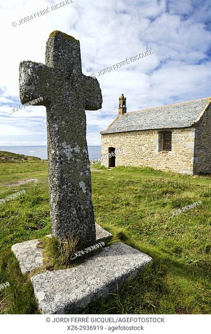 Stone cross, Church Chapelle de Saint-Sanson, Landunvez, Finistère, Brittany, France, Europe