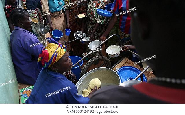 food distribution at MSF hopsital in Central African Republic