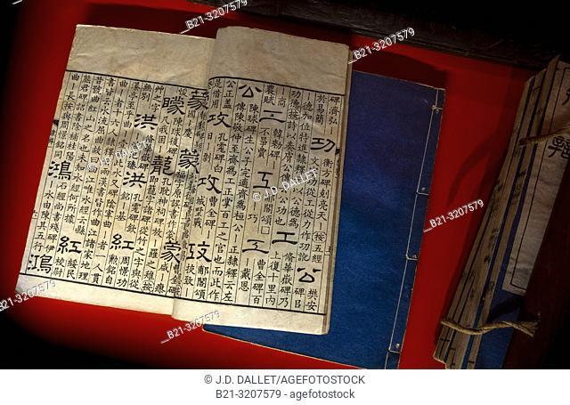 """France, Occitanie, Lot, """"""""Musée J. F. Champollion, Figeac, Les Ecritures du Monde"""""""":- De la Calligraphie des scribes, Libian- Original d'un traité sur la..."""