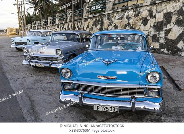 """Classic American cars being used as taxis, locally known as """"""""almendrones"""""""" in Havana, Cuba"""