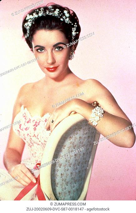 1954, Film Title: RHAPSODY, Director: CHARLES VIDOR, Studio: MGM, Pictured: ELIZABETH TAYLOR, CHARLES VIDOR, FLOWERS IN HAIR, FLORAL, STRAPLESS DRESS