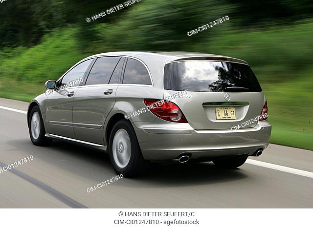 Mercedes R 500, model year 2005-, anthracite, driving, diagonal from the back, rear view, country road