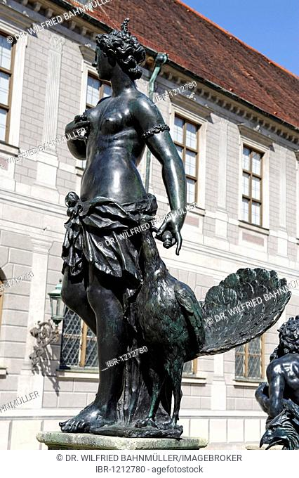 Brunnenhof fountain courtyard with Wittelsbacherbrunnen fountain by H. Gerhard, 1610 to 1620, residence, Munich, Upper Bavaria, Germany, Europe