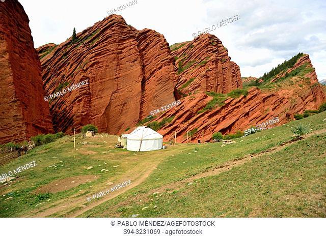 Yurt in the fields of Jeti-Ögüz, near Karakol, Kyrgyzstan
