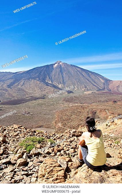 Spain, Canary Islands, Tenerife, Roques de Garcia, Mount Teide, Teide National Park, Female hiker in the Caldera de las Canadas