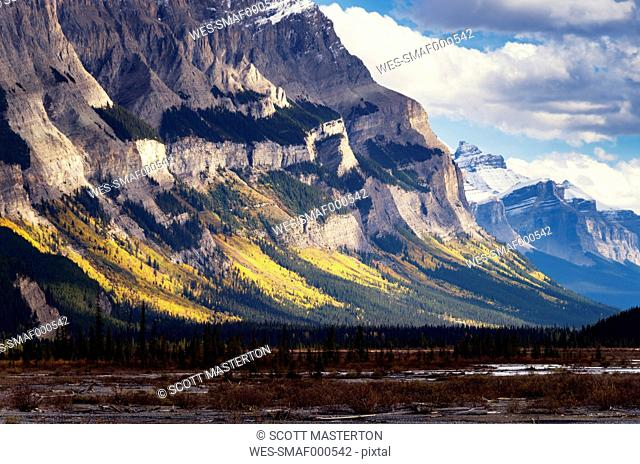 Canada, Alberta, Jasper National Park, Mountains at Icefield-Parkway