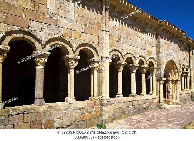 Gallery porched with capitals and columns carved with bas of the romanesque church porticoed of San Juan y Santa Basílica; in Rebolledo de la Torre