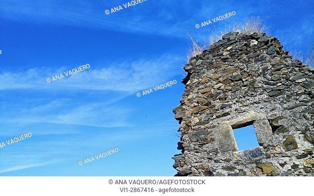 Remains of the mill wall on the Magasca river, Los Berrocales, Trujillo, Estremadura