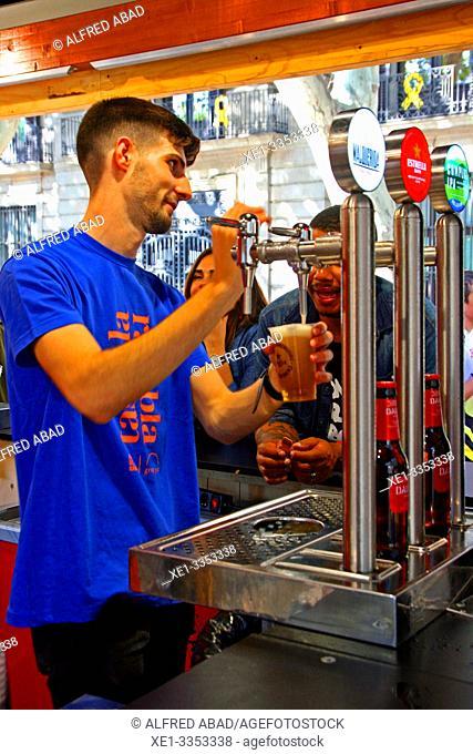beer service, gastronomic festival 'Tast a la Rambla', 6th Gastronomy Week of Barcelona, Catalonia, Spain
