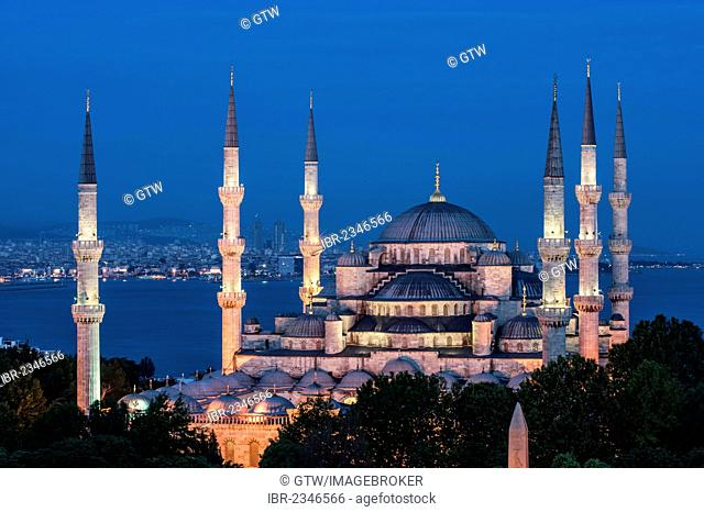 Sultan Ahmed Mosque or Blue Mosque at twilight, Istanbul, Turkey