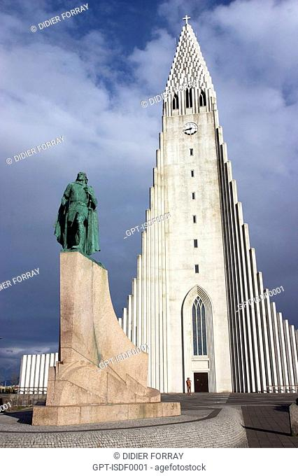 STATUE OF LEIFUR ERIKSSON, SON OF ERIC THE RED, IN FRONT OF THE HALLGRIMSKIRKJA CHURCH, CITY CENTER REYKJAVIK, ICELAND