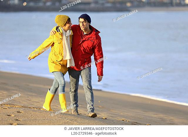 France, French Basque Country, Hendaye, Couple on beach