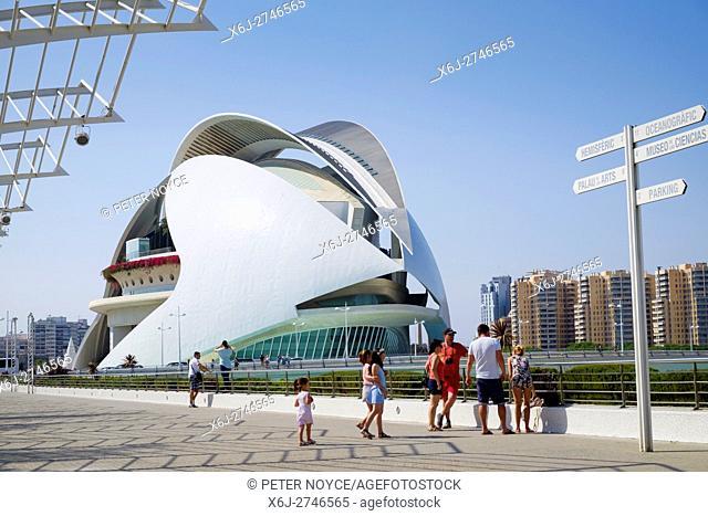 Visitors by signpost and the El Palau de les Arts Reina Sofía building in the science park at Valencia