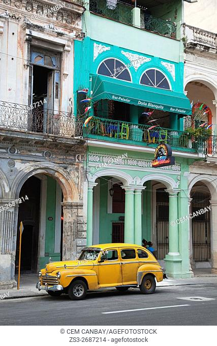 Old American car in front of colonial buildings in the center of Havana, La Habana, Cuba, Central America