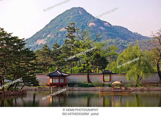 Wall at Gyeongbokgung with mountain