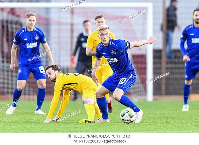 Christoph Kobald (KSC) duels with Marcel Abele (Garden City). GES / Football / BFV-Cup: VfB Gartenstadt - Karlsruher SC, 27.03