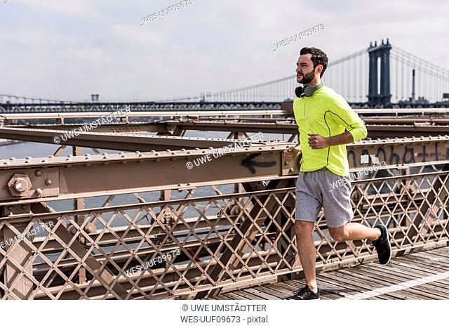 USA, New York City, man running on Brooklyn Brige
