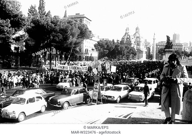 roma 1968, manifestazione degli studenti di sinistra, movimento studentesco