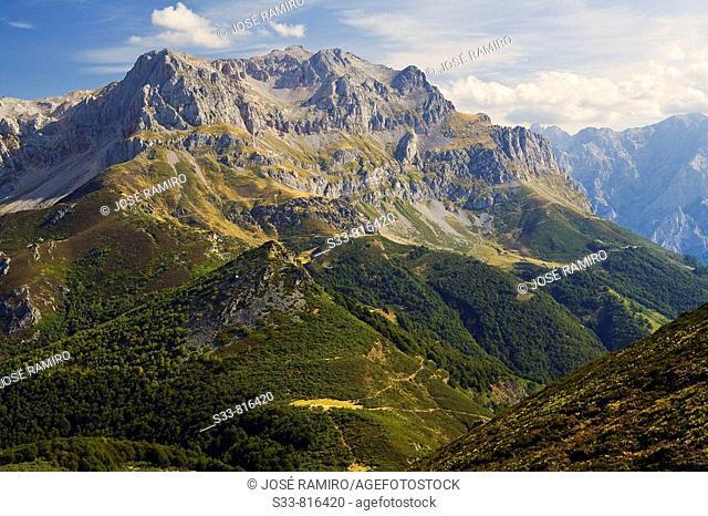 Picos de Europa desde Peña Blanca. Cordillera Cantábrica. Provincia de León. Spain