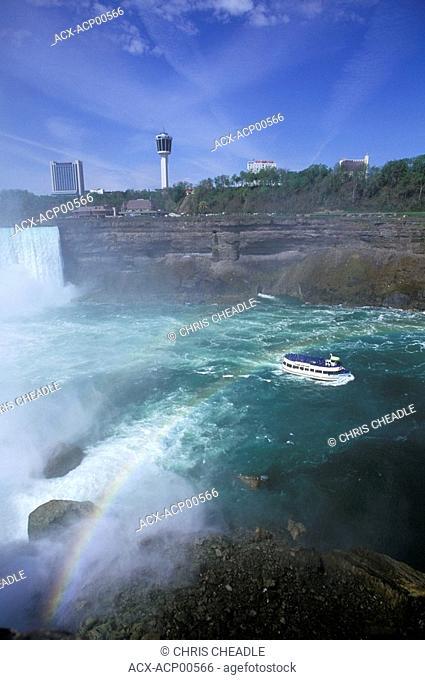 Horseshoe Falls and tour boat, Niagara Falls, Ontario, Canada