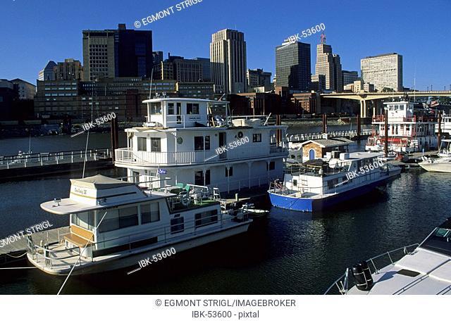 Boats on the Mississippi river, Minneapolis, Minnesota, USA