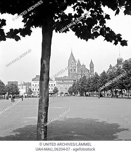 Der zentrale Platz in Köln, der Neumarkt, mit der Kirche St. Aposteln im Hintergrund, 1930er Jahre. Central square in Cologne, the Neumarkt, with church St