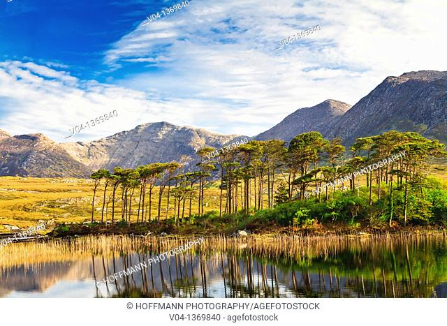 Derryclare Lough and Benna Beola, Connemara, County Galway, Ireland, Europe