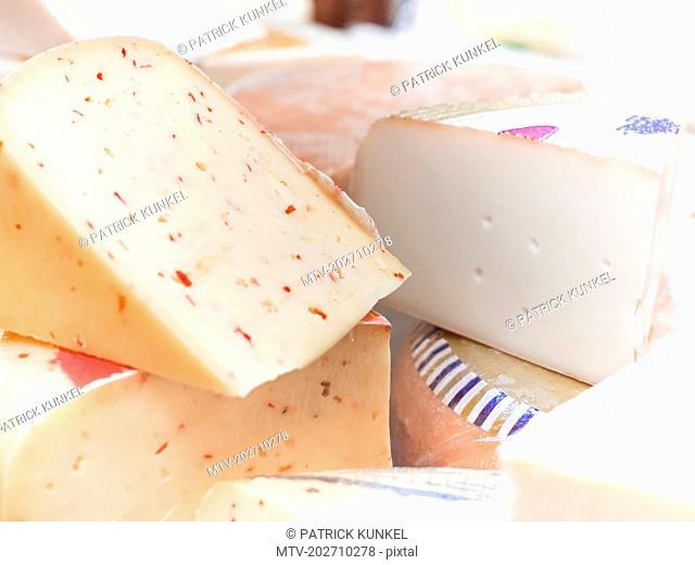 Gouda-cheese with chillies