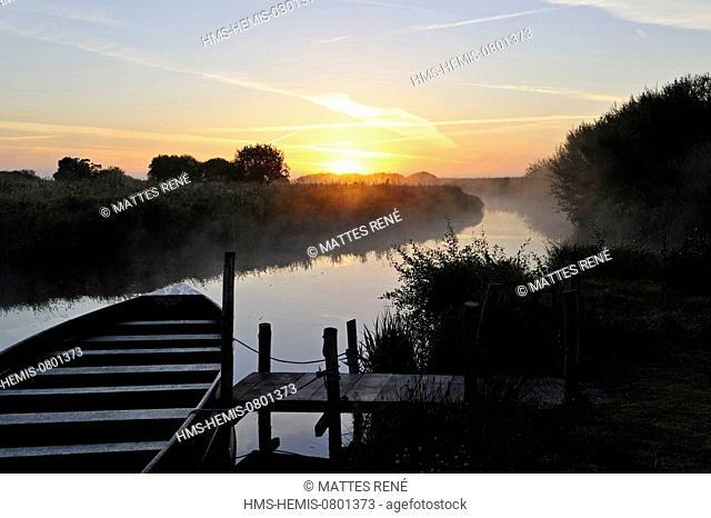 France, Loire Atlantique, Parc Naturel Regional de la Briere (Briere Natural Regional Park), Saint Lyphard, harbour of Breca