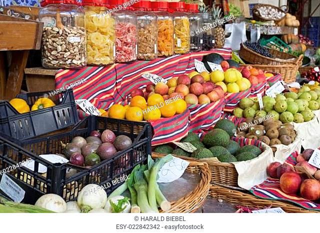 Frische Südfrüchte auf einem Markt