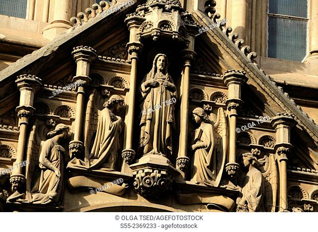 Church detail. Església del Sagrat Cor de Jesús (Padres Jesuitas) at carrer Casp 27, by architects Joan Martorell i Montells i Camil Oliveres i Jansana