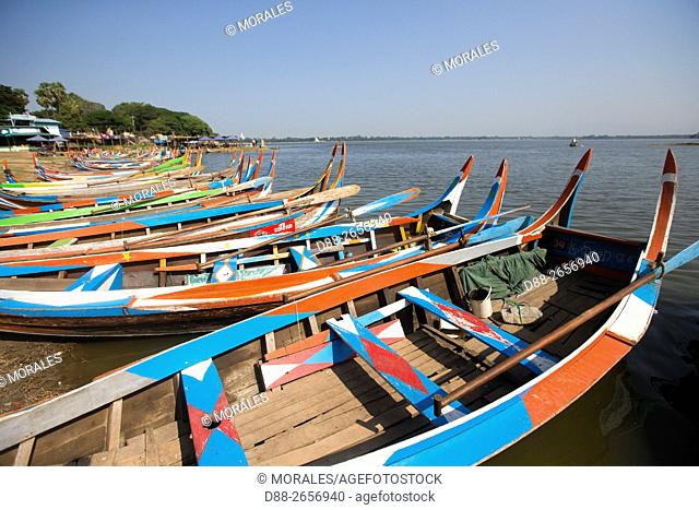 Myanmar, Mandalay State, Mandalay, port on the Taungthaman lake near the teak deck of U Bein