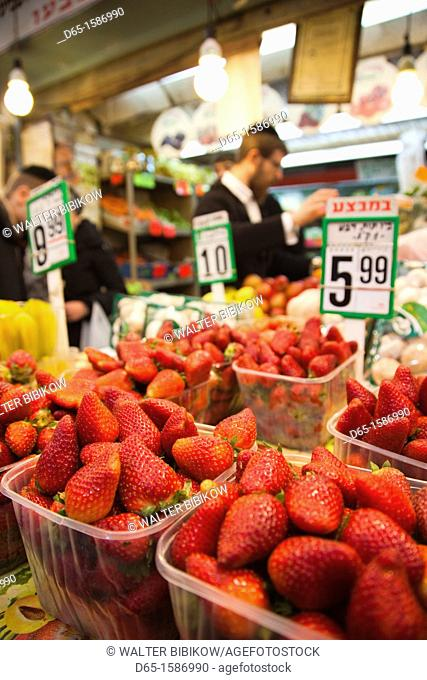 Israel, Jerusalem, New City, Mahane Yehuda Market, strawberries, NR