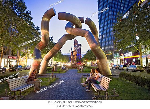 The Kaiser Wilhelm Gedächtniskirche framed by the Berlin sculpture, Tauentzienstraße, Berlin, Germany