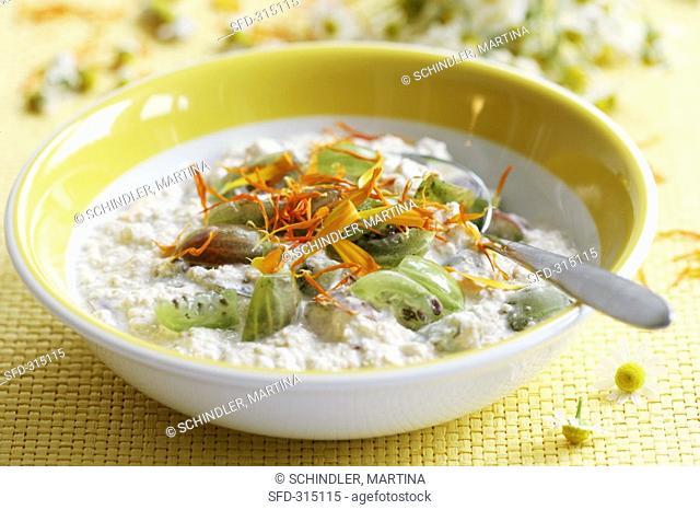 Oat yoghurt with gooseberries and marigolds