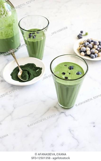 Detox smoothie with spirulina and kale