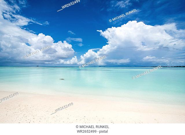 White sand and turquoise water in the beautiful lagoon of Funafuti, Tuvalu, South Pacific