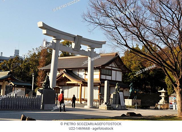 Hiroshima (Japan): arch at the entrance of the Hiroshima Gokoku Shrine, by the Hiroshima Castle