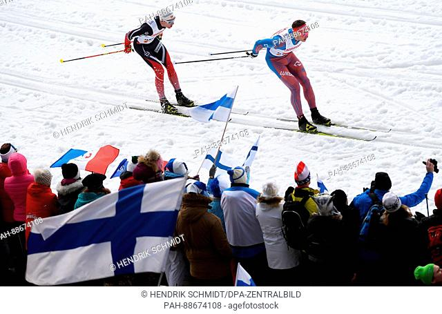 Russian athlete Andrej Larkow (R) and Norwegian athlete Didrik Tönseth compete in the men's 4 x 10 kilometre relay race at the Nordic Ski World Championship in...