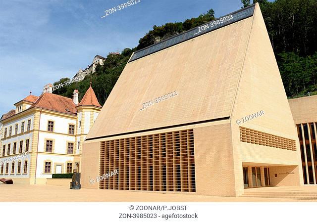 Das Fürstentum Liechtenstein ist bekannt für seine Banken und noblen Geschäfte The Principality of Liechtenstein is nown for his banks and shops