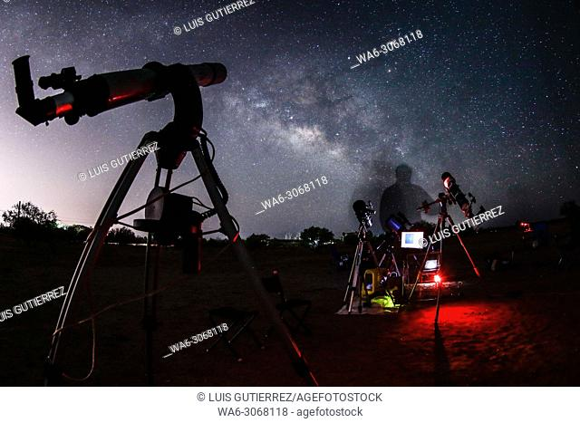 After an afternoon of lectures entitled. A Meeting with the Cosmos ¨ was held on Star Party in the fields of the Agronomy School of the University of Sonora