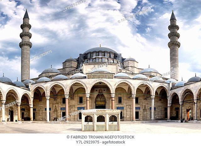 Courtyard of Suleymaniye Mosque, Istanbul, Turkey